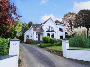 Belle et spacieuse villa de caractère en excellent état. Hall, vestiaire, wc, grand séjour en L, superbe cuisine équip&eac