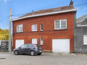 Immeuble très bien situé comprenant 2 grands garages (dont 1 loué) au rez et appartement à l'étage: Hall, living, c