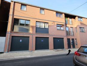 Très bel appartement 2 chambres avec garage proche des grands axes dans un immeuble récent. Hall, cuisine équipée, lumineu