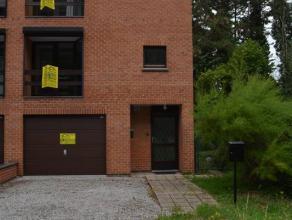 Mont-sur-Marchienne: Maison belle étage 3 façades avec passage latéral comprenant: hall d'entrée, wc, garage 2 petites voi