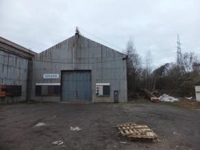Hall industriel.Surface : +/- 1894 m² avec bureau.Entrée camion. Hauteur intérieure disponible : +/- 6 m. Libre février 2017