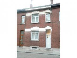 A proximité de la gare de Charleroi et de toutes commodités, dans une rue tranquille, charmante maison avec petit jardin en parfait &eac