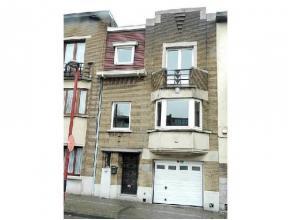 Dans le centre de Charleroi, maison de maître (possibilité profession libérale), elle est composée :- Au rez-de-chauss&eacu