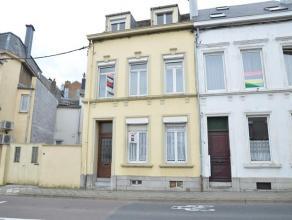 Dans le centre dArlon, maison de ville 3 façades offrant un potentiel de 5 chambres. Authenticité conservée. Belle situation, &ag