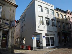 Dans le centre d'Arlon, appartement entièrement rénovée 1 chambre au troisième étage, comprenant séjour avec