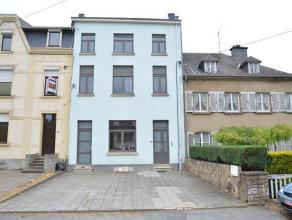Située à Arlon, belle maison unifamiliale à rénover partiellement.Cette habitation se compose de 6 chambres, 3 salles de d