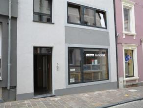 Centre d'Arlon, surface commerciale de 80m² + 40m² de réserve, parking aisé.La location comprend une surface commerciale d'une