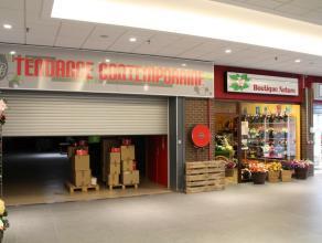 Nog geen nederlandstalige versie beschikbaarGrand espace commercial de 900 m² + étage, situé à l'une des deux entrées