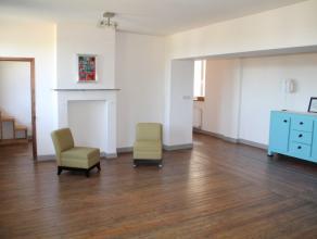 Superbe appartement duplex en parfait état, situé dans un ancien couvent d'Arlon. Sur 125 m² , il se compose d'un hall, grande pi&e