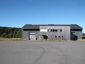 Nog geen nederlandstalige versie beschikbaarSitué dans le zoning 2 de Bastogne, hall relais - entrepôt avec bureaux sur plus de 500 m&sup
