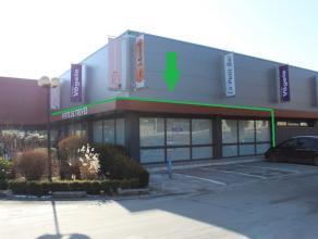 Nog geen nederlandstalige versie beschikbaarEspace commercial de 200 m² situé à l'une des deux entrées du centre commercial