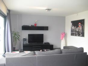 Zeer mooi nieuw appartement gelegen in het centrum van Bastogne, Avenue Mathieu. Bestaande uit een inkomhal, woonkamer met ingerichte keuken, 2 slaapk