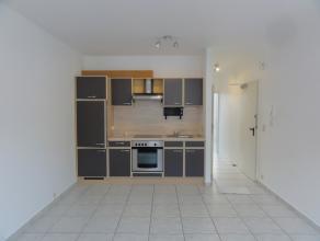 Nog geen nederlandstalige versie beschikbaarBel appartement lumineux situé au centre ville. Il se compose d'une cuisine semi-équip&eacut