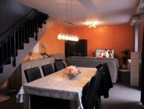 In het dorp van Sampont, mooi appartement / duplex 2 slaapkamers van ongeveer 100m² leefoppervlakte gelegen op de 1ste en 2de verdieping van een