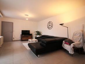 In het dorp van Sampont, mooi appartement 2 slaapkamers van ongeveer 100m² leefoppervlakte gelegen op de gelijkvloers van een gebouw met 3 appart