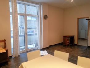 Rez deux chambres, avec terrasse. Hall entrée, vestiaire, wc sép., Cuisine équipée, living, 2 chambres ou (1 cham. + burea
