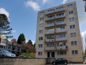 """Centre Arlon, 100 m de la gare, Appartement deux chambres, hall d""""entrée, cuisine équipée, séjour, débarras, wc, sd"""