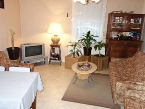 Appartement situé proche de la gare d'Arlon, des commodités et grands axes. Composé d'un hall d'entrée, une cuisine &eacut