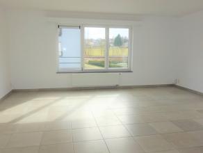 Appartement composé d'un hall d'entrée avec espace vestiaire, un lumineux séjour et une cuisine équipée. Ainsi 2 ch