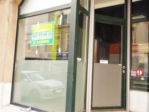 Surface commercial à louer dans une rue très fréquentée du centre d'Arlon (Piétons et Voitures). Composée d'