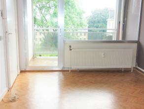 Appartement situé au premier étage dans un bâtiment du centre d'Arlon, proche de la gare et toutes commodités. Deux apparte