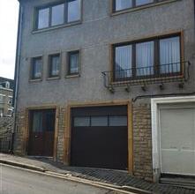 Dans une rue à sens unique du centre ville, découvrez cette maison bel étage qui se compose comme suit: au rez de chaussée