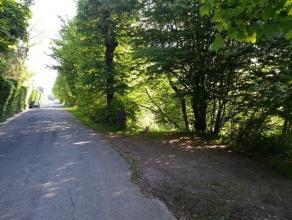 Terrain à bâtir de 2234 m² situé à proximité du centre de Bouillon.  Le terrain permet les raccordements &agrav