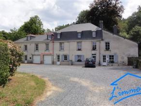 Maison superbement rénovée située à Bouillon dans une grosse bâtisse comprenant:  au Réz-de-chaussée: