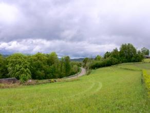Dans le pittoresque village de Rochehaut, cette parcelle à bâtir de plus de 60 ares n'attend plus que votre projet!<br /> Elle offre une