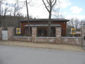 Chalet moderne dans un environnement boisé à proximité de Barvaux (Durbuy). Il s'agit d'un chalet double avec hall d'entré