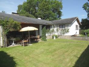 Magnifique villa 2 chambres, sur une parcelle plate et entièrement paysagée de 17a. Cette très belle maison construite avec gout