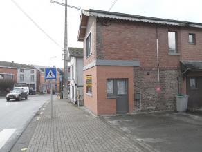 Petite maison 3 façades très proche du centre de Barvaux. Toutes les commodités sont accessibles à pied. (magasins, gare,&