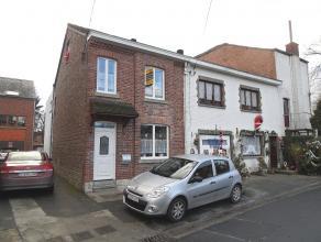 Maison trois façades habitable directement à deux pas du centre de Barvaux. Elle se compose de 3 chambres, de deux salle de bains, d'un