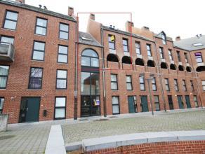 Mons Place du Bastion 14B, triplex meublé +/- 100m² situé dans le centre de Mons et proche des grands axes routiers comprenant : es