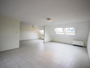 """Casteau Chaussée de Bruxelles 137/32, grand appartement de standing +/- 160m² dans la résidence """"Les Genêts"""" sis au 3è"""
