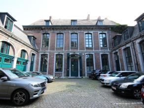 Mons rue Terre du Prince 17, très beaux bureaux dans maison de caractère, centre ville (+/- 300m²) comprenant : hall d'entré