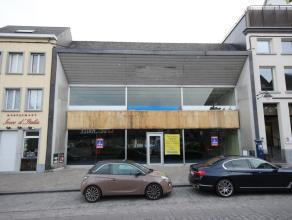 Mons, rue de Nimy 110. Très bel immeuble commercial (anciennement le roi du matelas face au delhaize) Surface au sol: +/- 600m². Entr&eacu