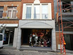 Rue d'Havré 65 (anc. sandwicherie/traiteur). A proximité de la Grand Place. Rez de chaussée commercial +/- 75 M² + cave. Jol