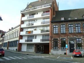 Mons rue du Parc, 17. Bel appartement sis au 1er étage (+/- 95 m²) idéalement situé près des universités et de