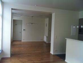 Très bel appartement (125m²) de standing, centre ville, proche des commerces et transports en commun,comprenant : Living avec cuisine enti