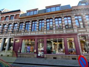 Mons rue du Hautbois 14-D- très bel appartement idéalement situé, proche de la Grand Place et des commerces, comprenant: hall d'e