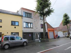 Rue des Canonniers 47. Appartement (+/- 70 M²) à rafraichir complètement situé au 1er étage comprenant hall, wc, s&ea