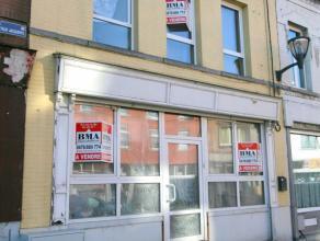 Immeuble comprenant une surface commerciale avec pré installation pour friterie neuve, jamais servie + appartement à terminer. Etage: 1