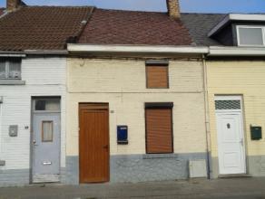 Maison 2 façades comprenant: salon, SAM, cuisine, SDB, hall, toilette, 2 chambres, grenier aménageable, jardin. Maison de +- 2 ares. RC