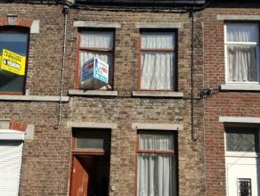 Adresse : VOIE BERTHE , 28  Nous vous présentons une habitation à rénover mais avec toiture en parfait état se composant :
