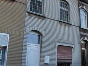 Maison à rénover entiérement se composant comme suit : salon ,salle à manger + cuisine au rez-de-chaussée.  1er &ea