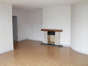 Appartement 2 chambres en très bonne état situé à Mons à proximité du centre et des axes autoroutiers.  Cet