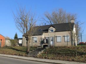 Villa spacieuse pouvant convenir pour profession libéral, idéalement située à Nouvelles à proximité de l'aut