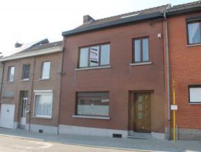 Belle maison + Garage en très bon état composée comme suit :  RDC : Hall dentrée, Salon (22.74m²), Salle à man