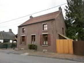 Belle maison 3 façades située dans une des communes les plus prisées de la région. Elle se compose comme suivant :  RDC :